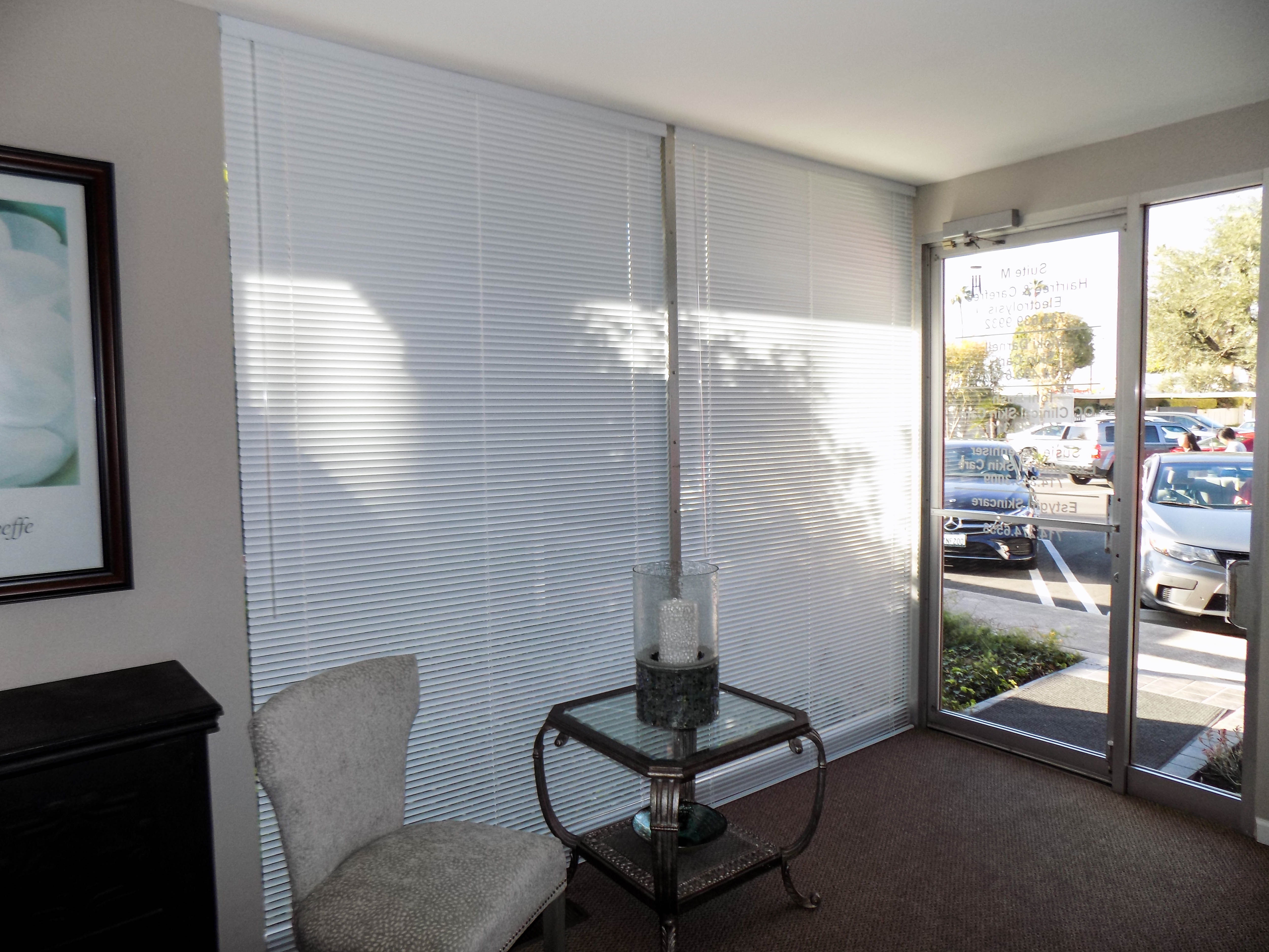 Commercial aluminum blinds